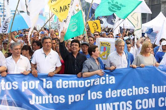 pag.3_Espinoza encabezando la marcha