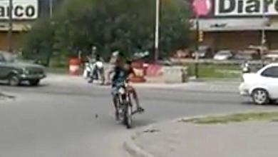 Photo of Isidro Casanova: Le robó la moto, lo corrió, le tiró un cascotazo y lo derribó