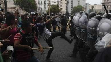 Photo of Graves incidentes con piedras y fuego durante la protesta por la reforma previsional