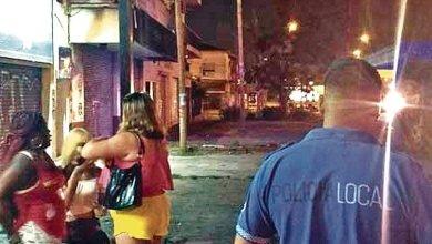Photo of Denunciaron a un policía que pedía coimas a prostitutas