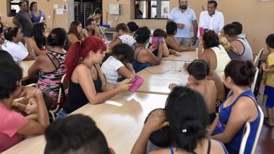 Photo of Finocchiaro en un campamento junto a alumnos de La Matanza
