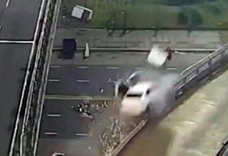 Photo of VIDEO: Así fue el accidente del auto que cayó desde la Paz General a Libertador