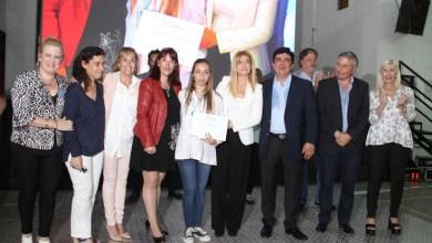 """Photo of Se entregaron reconocimientos a egresados beneficiados por la beca """"Estudiar"""""""
