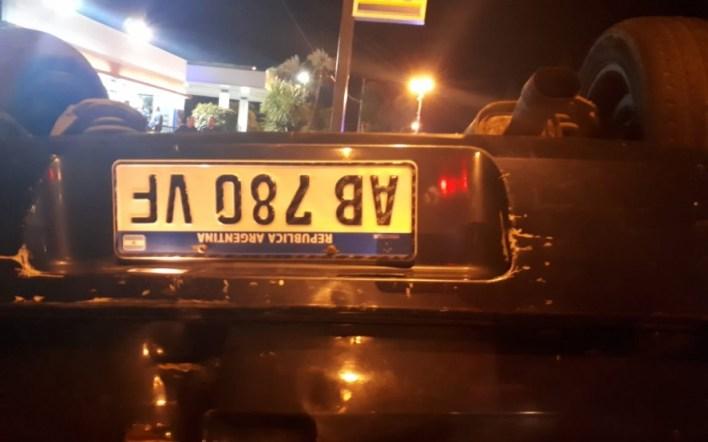 La Plata: murió un automovilista de 36 años al volcar tras chocar contra una defensa metálica