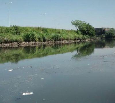 Horror en Buenos Aires: hallaron el cuerpo de una mujer flotando en el Riachuelo