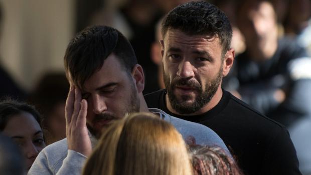 Tensión en el funeral de Julen: la policía montó un operativo para evitar cruces entre los familiares y la prensa