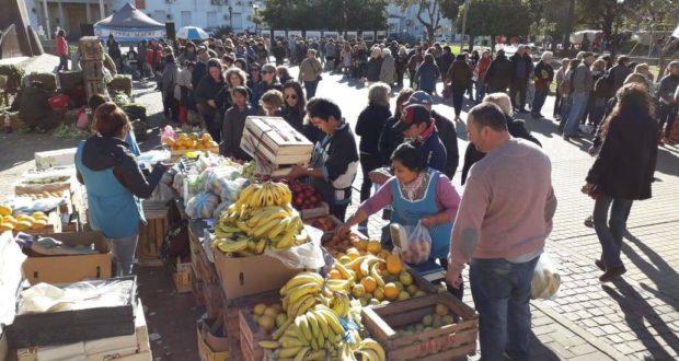 Frente Agrario» realiza un «verdurazo» en la Plaza Morón