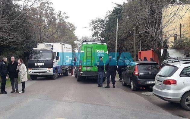 Conmoción en La Plata: hallan muerta a una mujer e investigan si la asesinaron en un robo