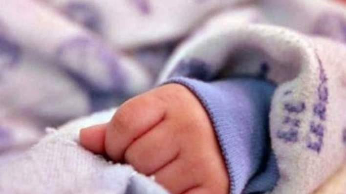 """Molieron a golpes a su bebita y dijeron que """"se había caído de la cama"""""""