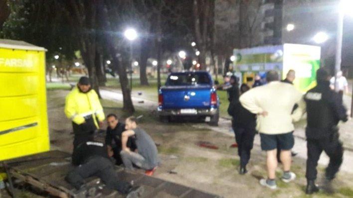 La Plata: un policía borracho se subió a una plaza y atropelló a un agente comunal