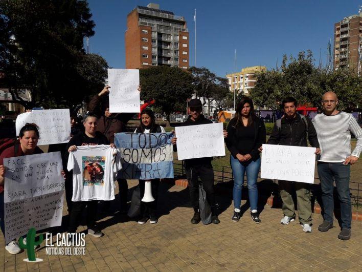 #TodosSomosKiara | Reclamo en la Plaza de Morón