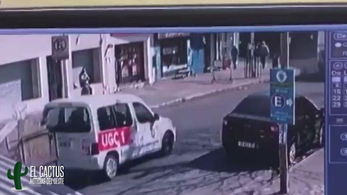 Camioneta del Municipio de Morón destrozó un comercio y casi causa una tragedia