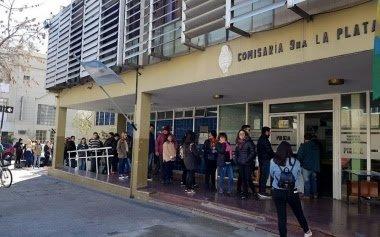 Polémica en La Plata: detienen a una docente universitaria acusada de entorpecer el accionar policial