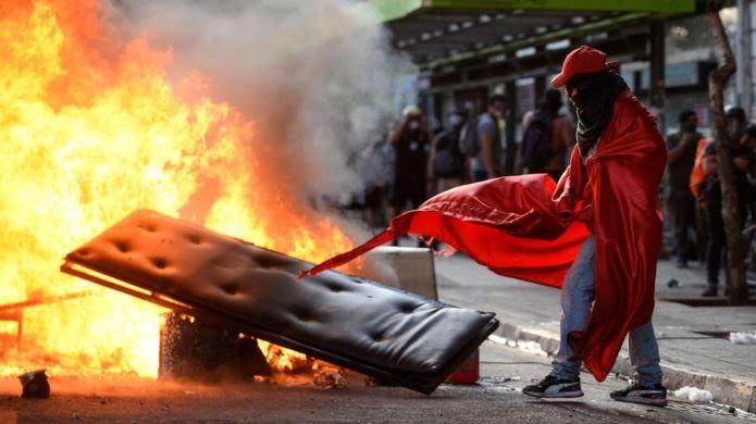 Protestas en Chile: por qué el gobierno no ha logrado controlar la violencia y los saqueos en el país