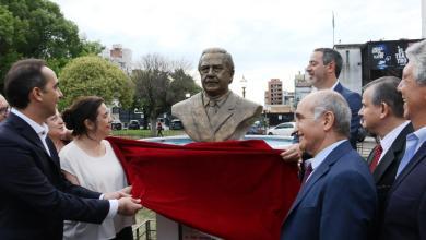 Photo of Se inauguró el busto de Raúl Alfonsín en Morón