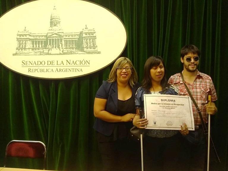 La periodista Melisa Correa junto al programa radial Sintonía de Inclusión fueron distinguidos en el Senado