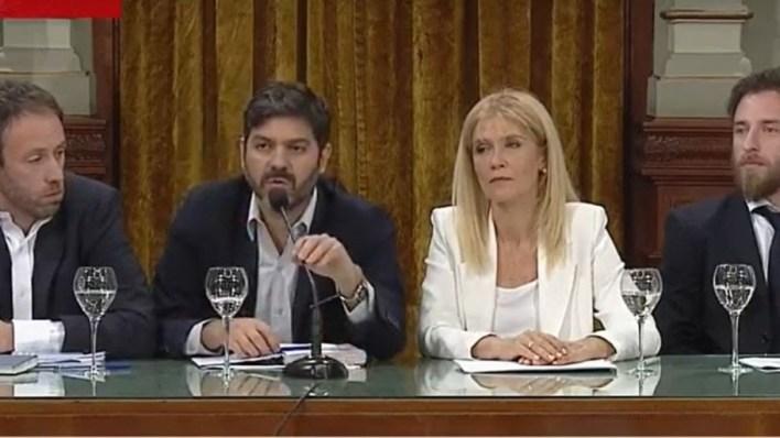 Kicillof suspende aumentos de tarifas, lanza beneficio para pymes y prorroga el presupuesto