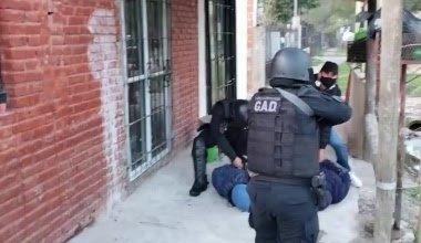 Photo of Una mujer con arresto domiciliario cayó por liderar una banda de narcomenudeo