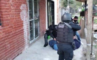 Una mujer con arresto domiciliario cayó por liderar una banda de narcomenudeo