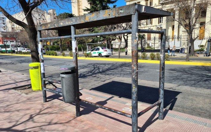 Paro de micros en La Plata: incertidumbre, paradas vacías y no descartan que se sumen más líneas