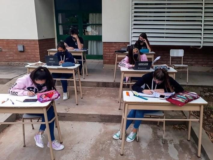 La Provincia confirma que en La Plata las escuelas podrán hacer actividades presenciales