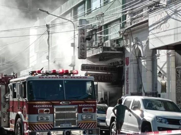 Un herido tras incendio en una mercería del centro de Morón