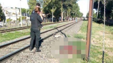 Photo of Una mujer muere al ser arrojada a las vías del tren