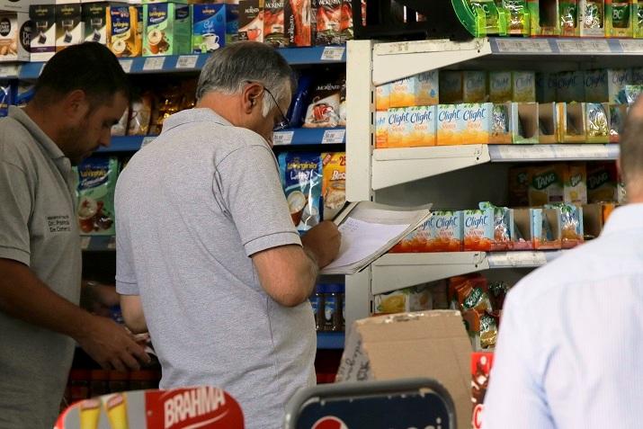 Detalles del movimiento del consumo en super, hipermercados y mayoristas