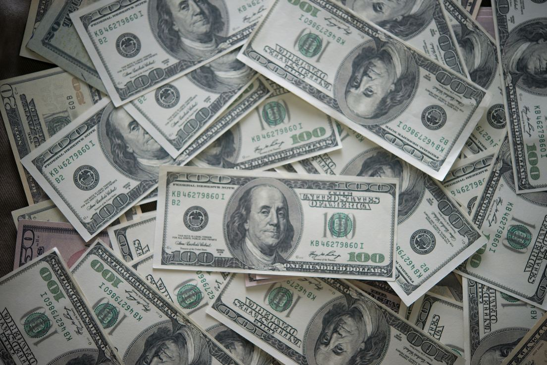 Rara tendencia: explicación de por qué el dólar blue está por debajo del oficial
