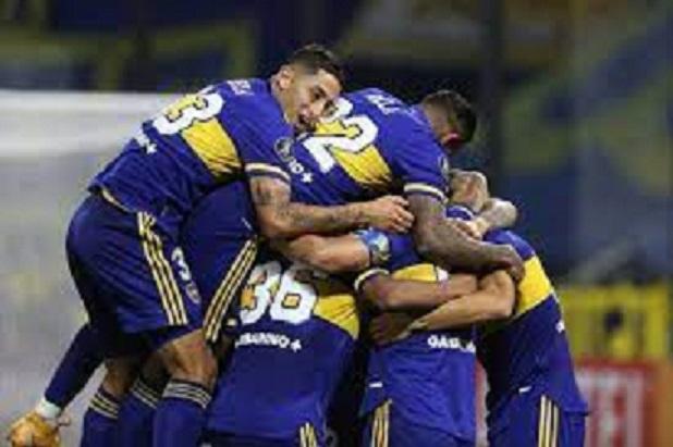 Boca a paso firme en la Copa y golpazo de Vélez en Quito