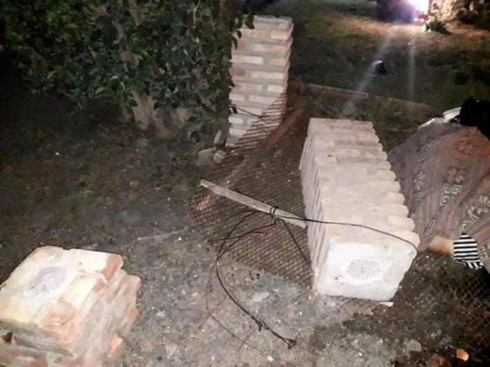 Pelea familiar trágica en La Plata: la empujaron, cayó una columna y le aplastó la cabeza