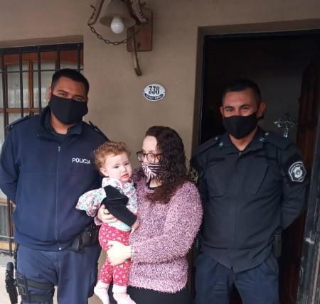 Héroes: Una beba cayó a la pileta y dos policías de Morón la salvaron cuando no tenía signos vitales