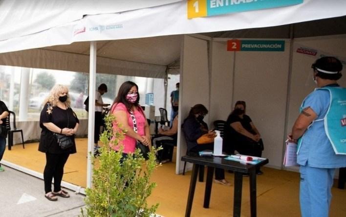 En La Plata ya se aplicaron más de medio millón de dosis de la vacuna contra el coronavirus: el detalle