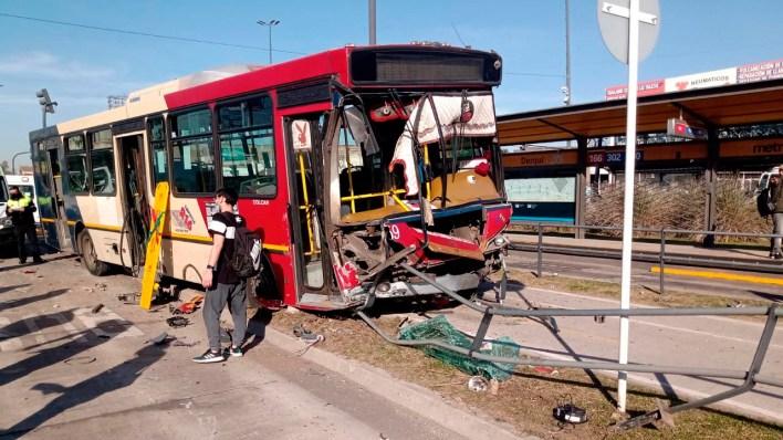 Accidente en el Metrobús de Morón: Impactantes imágenes