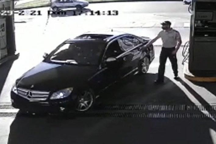 La Plata: un conductor de un Mercedes Benz cargó nafta y se escapó sin pagar