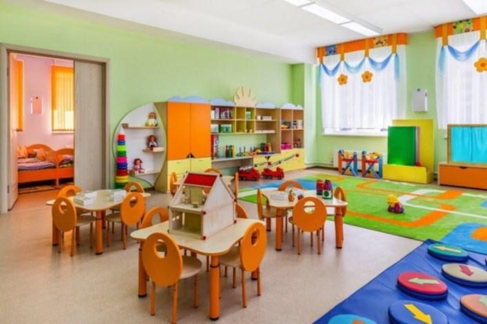 Golpes, gritos y escándalo en la puerta de un jardín de infantes de La Plata