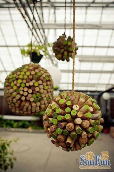 Esferas colgantes ideas para reciclar corchos