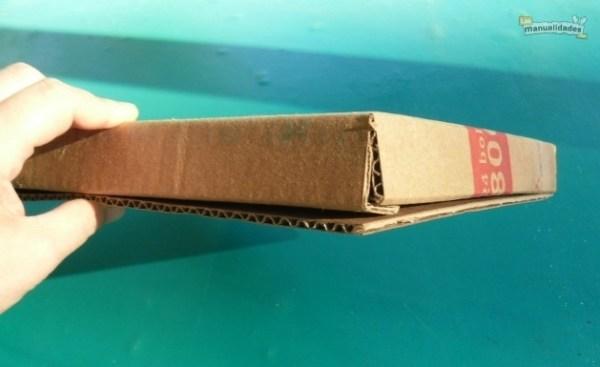 Cómo hacer una carpeta de cartón reciclado procedimiento 2