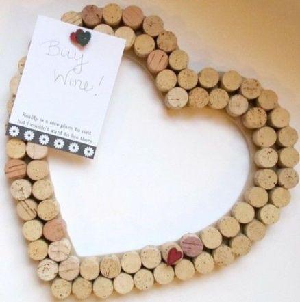 Panel corazón ideas para reciclar corchos