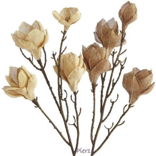 Flores de arpillera modelo con ramas naturales