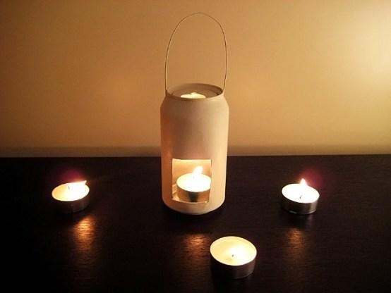 Ideas para reciclar latas, candelabro hecho con una lata