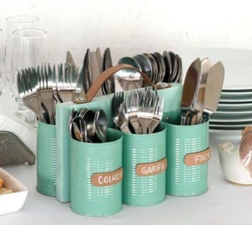 Ideas para reciclar latas, idea original para hacer un organizador de cubiertos.