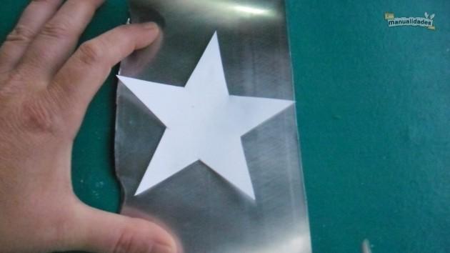 Reciclaje para navidad plantilla de estrella sobre el aluminio