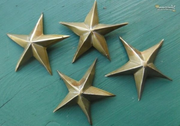Estrellas de navidad hechas con latas