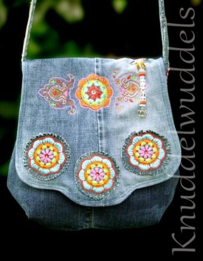 Bolso de jean reciclado bordado