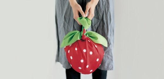 Bolsos furoshiki modelo con forma de frutilla