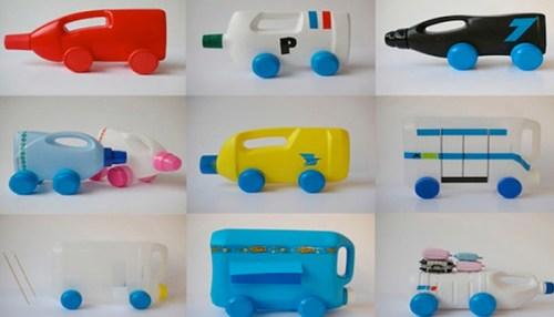 juguetes con materiales reciclados autos hechos con botellas de detergente