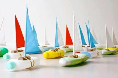 juguetes con materiales reciclados barcos hechos con botellas de champú