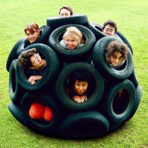 juguetes con materiales reciclados, una idea divertida para jugar con neumáticos