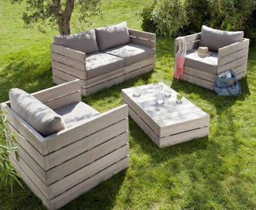 Muebles con palets 70 im genes inspiradoras de reciclaje de pal diario artesanal for Juegos de jardin divino